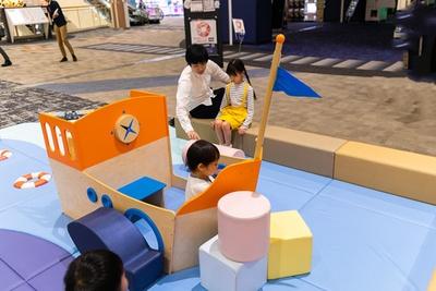 「うみのひろば」には小船を模した遊具が。船長気分で安全に大はしゃぎ♪