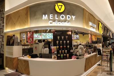 2階フードコートにある「Creperie MELODY」。厳選された素材を使用したこだわりのクレープはメニューも豊富