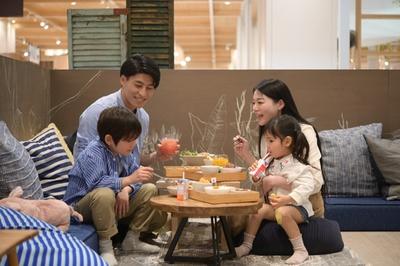 親子3世代で訪れる家族も多いとか。テーブルが空いていても、座敷の空き待ちをする方もいるほど