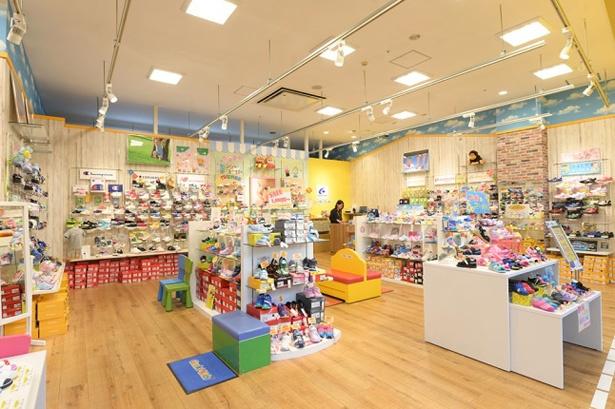 MoonStarにnew balanceといったメーカーから、人気のキャラクターものまで多種を揃える子供靴専門店「ゲンキキッズ」