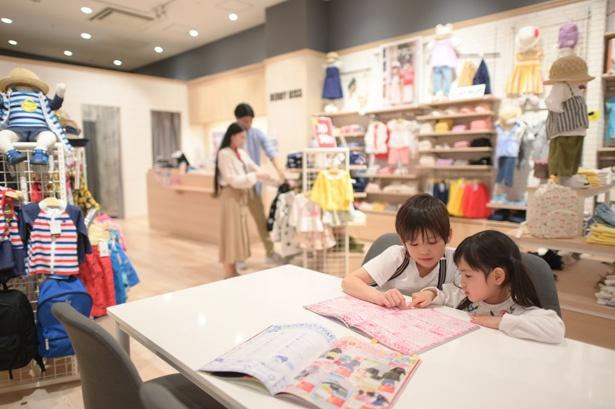 店内には子供の本読みスペースもあり、ママたちはじっくりお買い物。なんてことも
