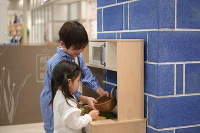 座敷スペースにある、ままごとキッチンは子供たちに大人気!