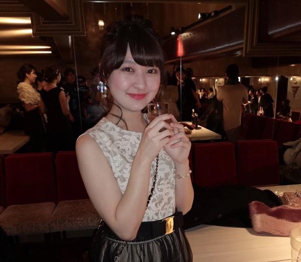 【写真を見る】リセさん(20歳)。通学する大学のミスコンでグランプリを受賞、ピアノやバイオリンも操る才色兼備なお嬢様