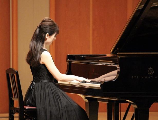 2歳からピアノを習っていたというリセさん。家にはグランドピアノが2台、エレクトーンが2台あるという