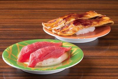 大ぶりのネタがうれしい「焼穴子」(507円)と「上マグロ」(378円) /「すし市場 正 本店」