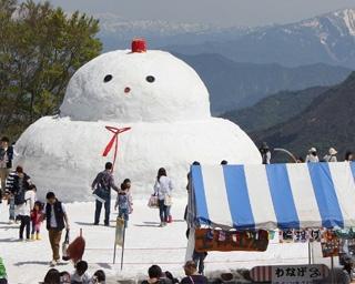 湯沢高原に巨大雪だるま登場!新潟県湯沢町で「春の雪まつり」開催中
