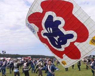 勇壮な凧揚げ合戦と御殿屋台の引き回しに注目!静岡県浜松市「浜松まつり」