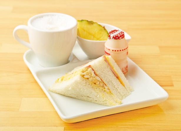 ふわふわのホワイトパンと手作りフィリングは相性抜群で、とってもおいしい!「Aモーニング」(400円) / SANDWICH HOUSE エスニークス