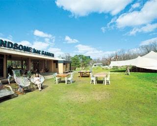 開放的なタープ席のグランピングカフェが人気!「長居公園」で癒しの休日を