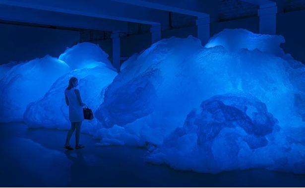 泡と光のインスタレーション作品「Foam」