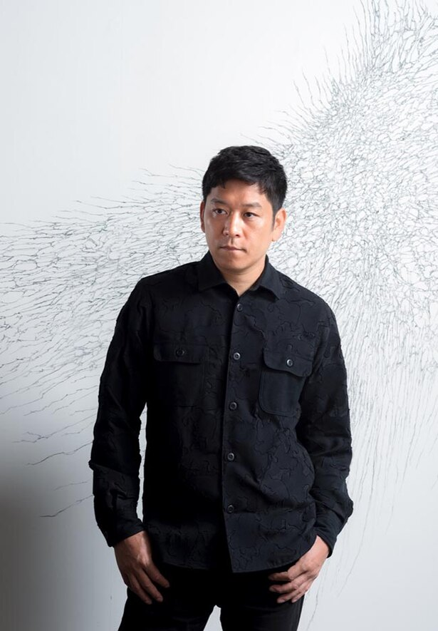 【写真を見る】現代美術家・名和晃平