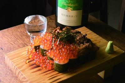 ウニとイクラのこぼれ寿司(2700円)/大衆酒場カミヤ
