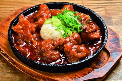 鶏もも肉の激辛煮(594円)は跡を引く辛味が強烈/楠木フサヱ はなれ