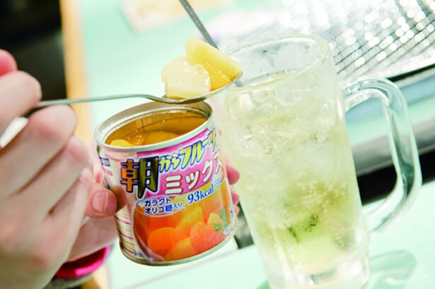 ドリンクにフルーツを、好みでトッピングできるのも人気。フルーツ缶(302円)/立食焼肉一穂 第二ビル店