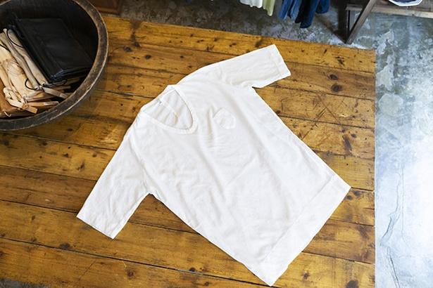 トルファンコットンを使った五分袖Tシャツ9,180円。伸縮性があって柔らかく着心地抜群
