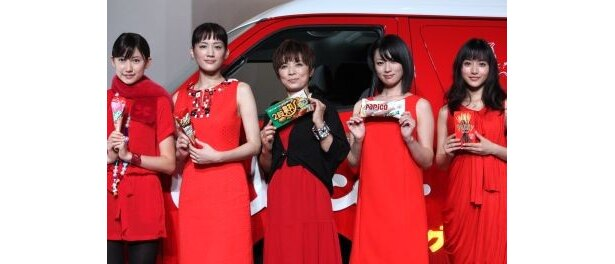 人気女優がズラリ!左から大野いとさん、綾瀬はるかさん、榊原郁恵さん、深田恭子さん、石原さとみさん