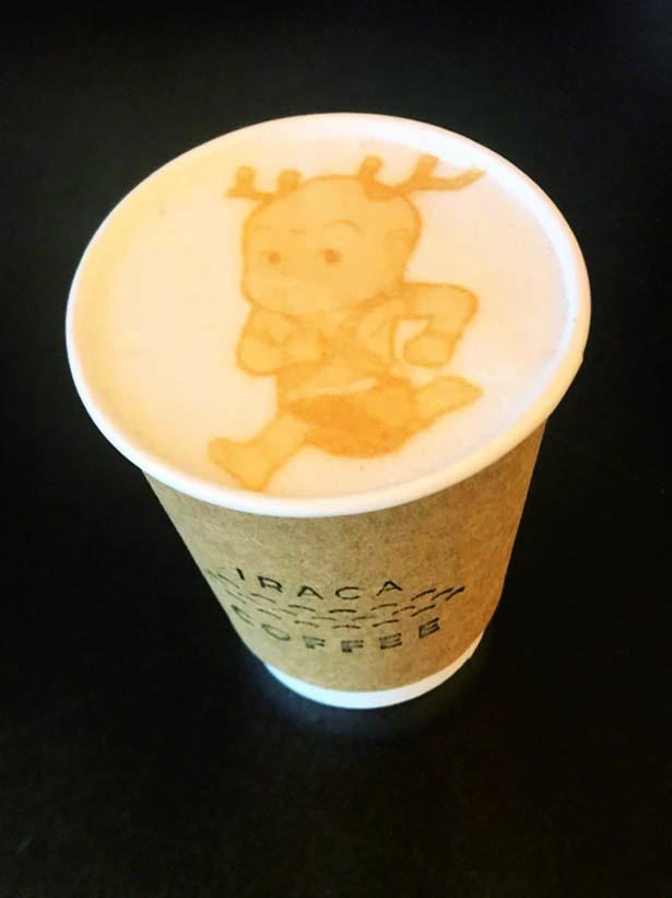 【写真を見る】「IRACA COFFEE」では、高性能ラテアートマシンを導入し、手持ちのスマホ内の写真を転写できる