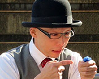 日本を代表する大道芸人が週替わりで登場して来場者にとっておきの芸を披露する