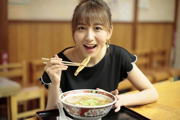 人気連載「SKE48のふぅふぅ女子♥」のスピンオフ企画として、「メンバーとおいしいラーメンを食べた~い♥」を勝手に妄想しちゃいました!今回の彼女はチームKIIの大場美奈ちゃん♪