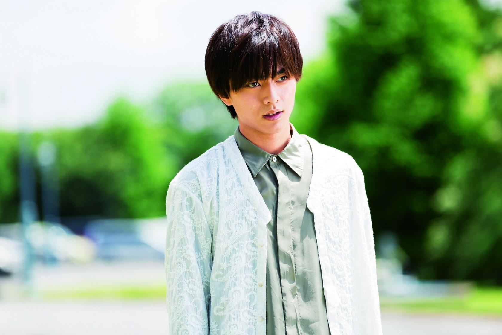 名門・烏丸家の若き当主となった花穎を演じた永瀬廉は、本作で映画初主演