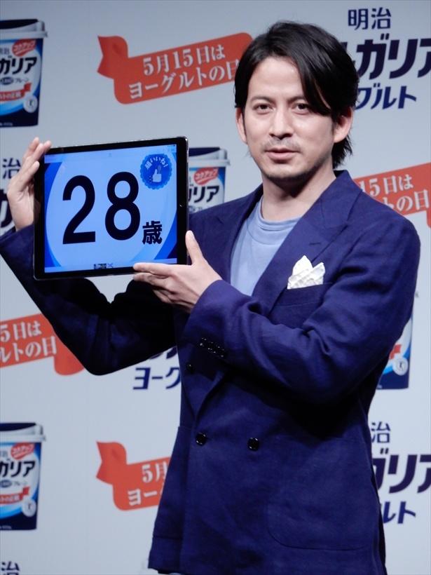 【写真を見る】岡田准一、腸年齢は「28歳」