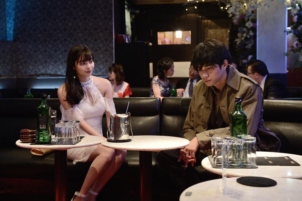新川優愛演じるキャバクラ嬢・はるかの助けを借り、姉殺しの悪党たちへと近づいてゆく
