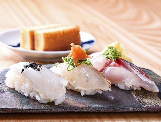 なかもと / 鮨(3貫900円〜)は、熟成や昆布締めなど、ネタに合わせて江戸前の仕事を施す