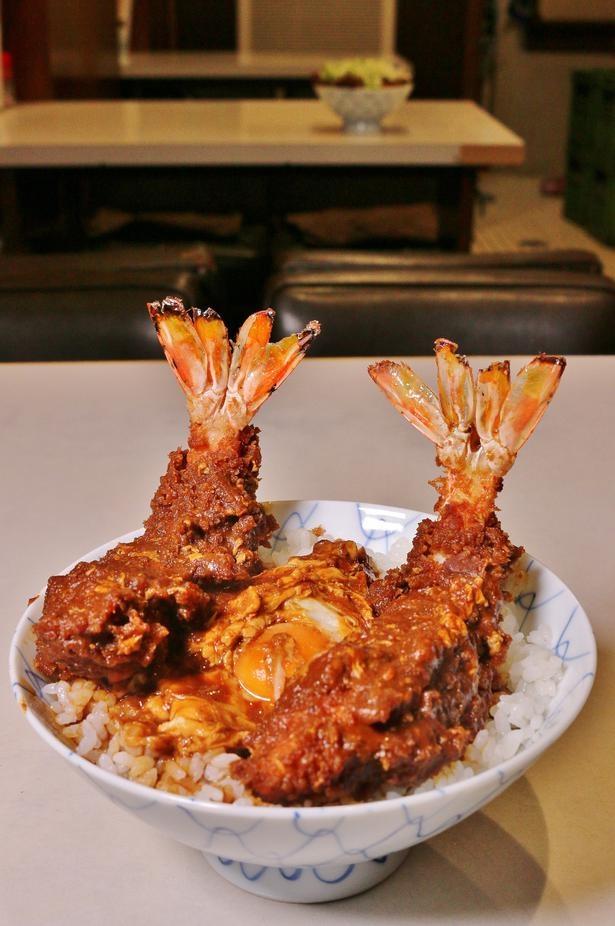 「味噌エビ丼」(1720円)。エビの尾を開いたのは2代目主人のアイデア