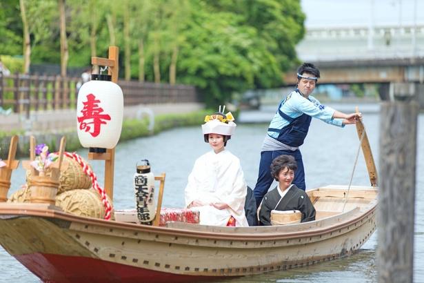 美しい花嫁を乗せたろ舟