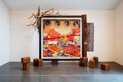 【写真を見る】横尾忠則 「戦後」 1985年(2017年ハラ ミュージアム アークでの展示風景) Tadanori Yokoo