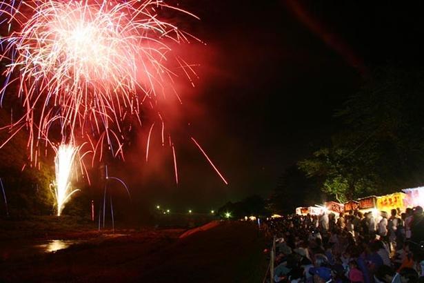 県内で一番早い花火大会。夏の訪れを感じる花火を見に行こう