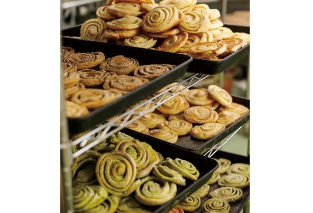 【写真を見る】各販売所に配送予定のうずまきパン