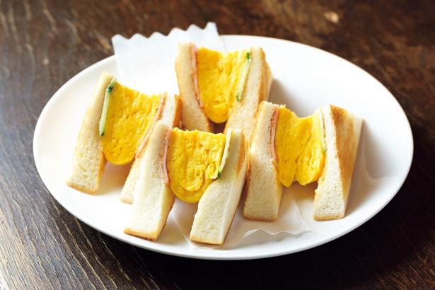 ふわふわに焼き上げた卵焼きが食欲をそそる「ハムエッグトースト」(580円)