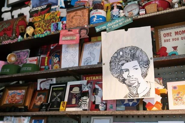 レコードジャケットなどのほか、自身が描いた作品なども