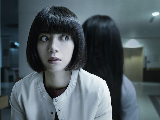 【写真を見る】恐怖に怯える池田エライザの大きな瞳に注目!