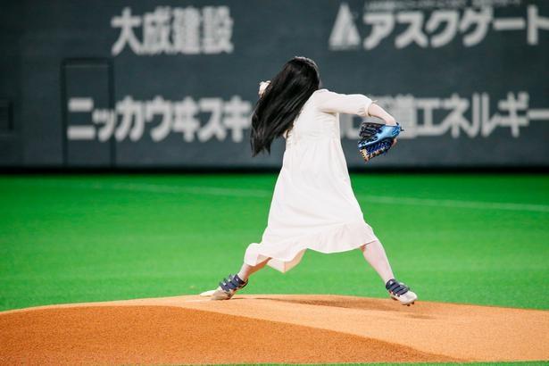 始球式に登壇した貞子