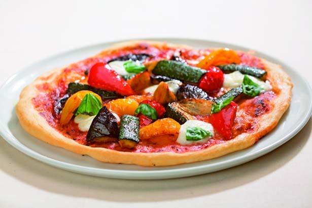 京野菜ごろごろピザ(1200円)。大きくカットされた野菜がたっぷり/京野菜レストラン 梅小路公園