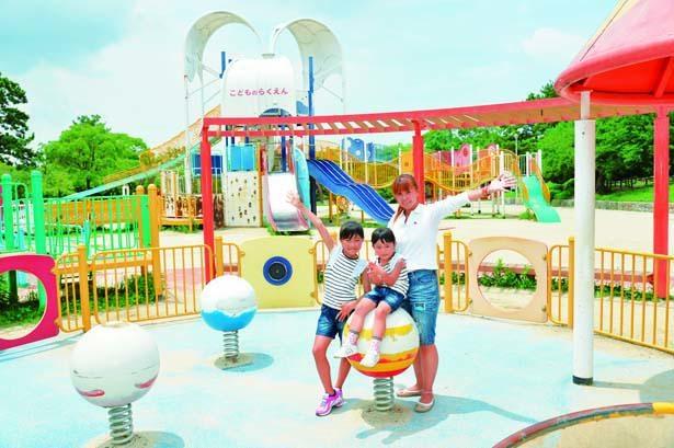 「こどもの楽園」にある大型の複合遊具/大阪府営 服部緑地