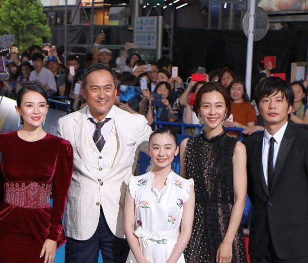『ゴジラ キング・オブ・モンスターズ』に出演する渡辺謙とチャン・ツィイー。芦田愛菜、木村佳乃、田中圭は吹替えを担当