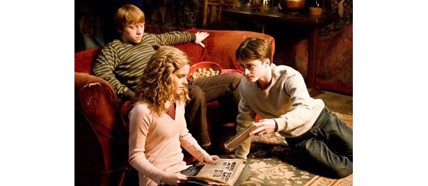 学校内には思春期の恋の病が蔓延 [c]2008 Warner Bros. Ent. Harry Potter Publishing Rights [c] J.K.R. Harry Potter characters, names and related indicia are trademarks of and [c] Warner Bros. Ent. All Rights Reserved.