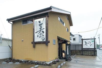 昔ながらの日本家屋を思わせる落ち着いた造り