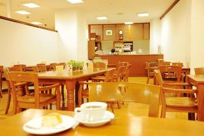 カフェも併設している(写真はジュンク堂書店 新宿店のものです)
