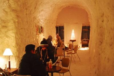 氷でできたアイスバーは、会場だけでなく富良野市内の各地に設置される予定