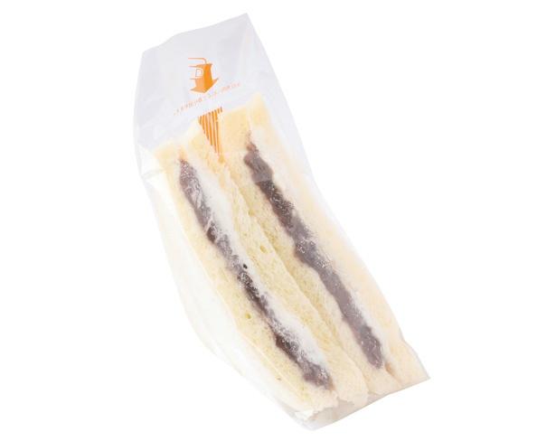 昭和のハイカラなおやつを思わせる。「ペアーサンド」(280円) / 中屋パン