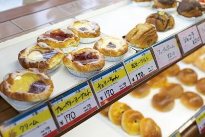 ショコラ(210円)などの菓子パンも人気 / 中屋パン