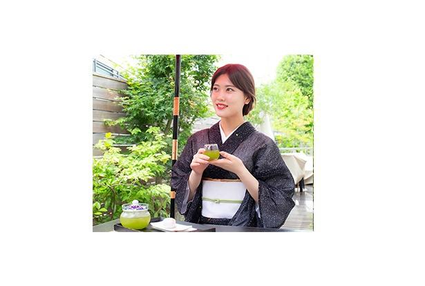 【写真を見る】伊藤純奈(乃木坂46)。新連載では20歳を迎えた純奈のいろいろな表情を魅せていく
