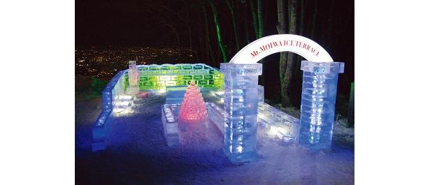 ライトアップされる夜がオススメ。雪まつり最終日まで開催(写真は昨年のもの)