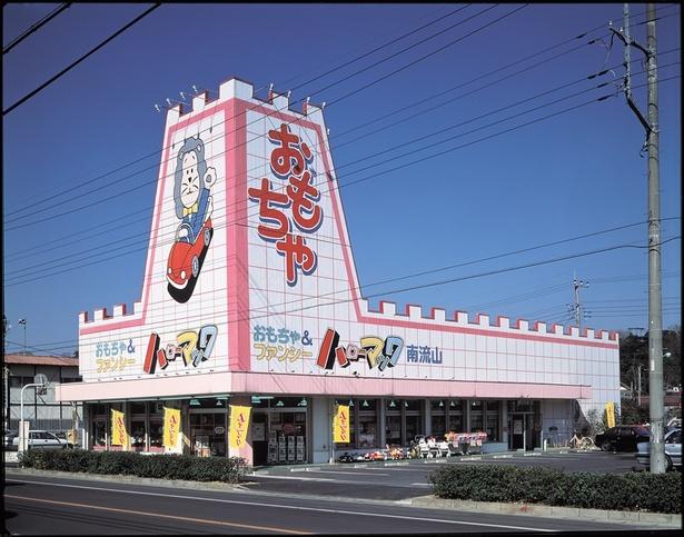 ギザギザ屋根が特徴のハローマック店舗(写真はハローマック南流山店)