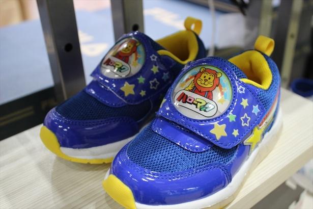 東京おもちゃショーに展示されたハローマックデザインの子供靴