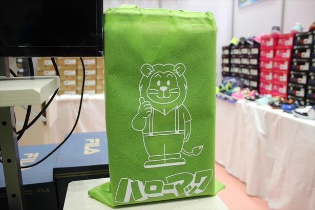 マックライオンがデザインされた不織布バッグ